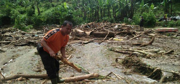 Kegiatan Evakuasi serta Assesment Tim TRC BPBD Kabupaten Bogor dilokasi kejadian Banjir
