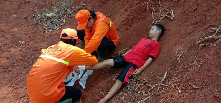 Simulasi evakuasi mandiri oleh relawan Destana Desa Waru Kecamatan Parung