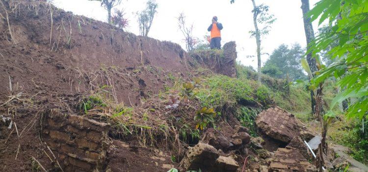 Tanah longsor di kecamatan Cigombong