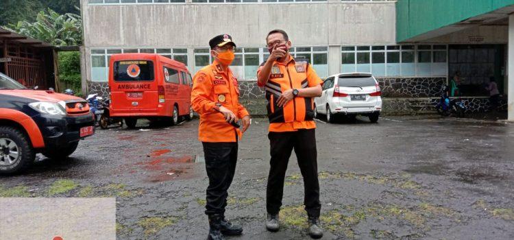 Kepala Pelaksana BPBD Provinsi Jabar mengunjungi lokasi bencana longsor dan banjir bandang di Gunung Mas