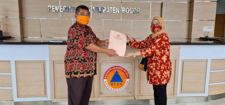 BPBD Kabupaten Bogor menerima Bantuan dari Dharma Wanita Persatuan Kabupaten Bogor Memberikan Bantuan Untuk Korban Bencana Gunung Mas.