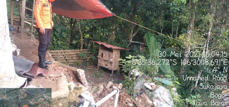 Tanah Longsor terjadi di Desa Sukajaya, kecamatan Sukajaya, kabupaten Bogor.