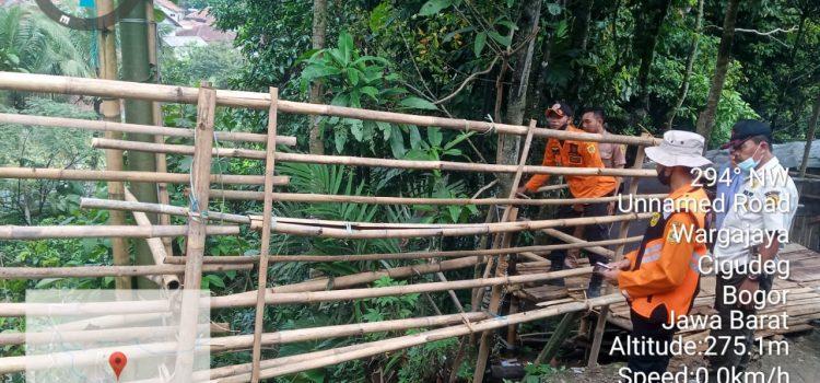 Tanah Longsor diakibatkan Hujan dengan intensitas tinggi kecamatan cigudeg